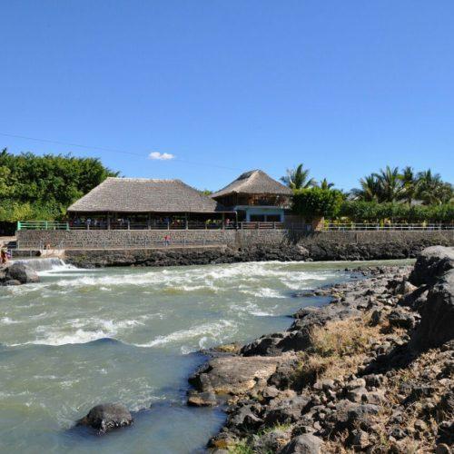 Restaurante con vista al Río Guajoyo