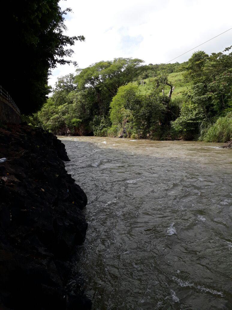 Río Guajoyo, 12 kms. de extensión desde Apuzunga